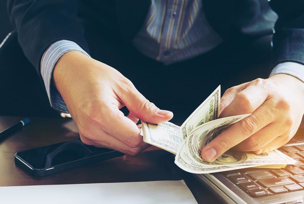 Einnahmen mit deinem Geschäft generieren.